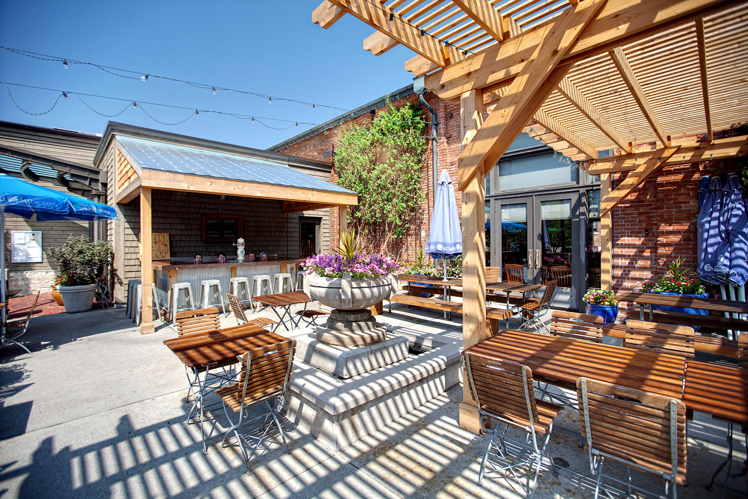 Outdoor biergarten gr nauer for Create modern home decor kansas city
